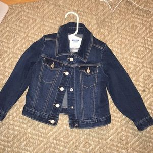 Cotton girls jean jacket 2T. Never worn.